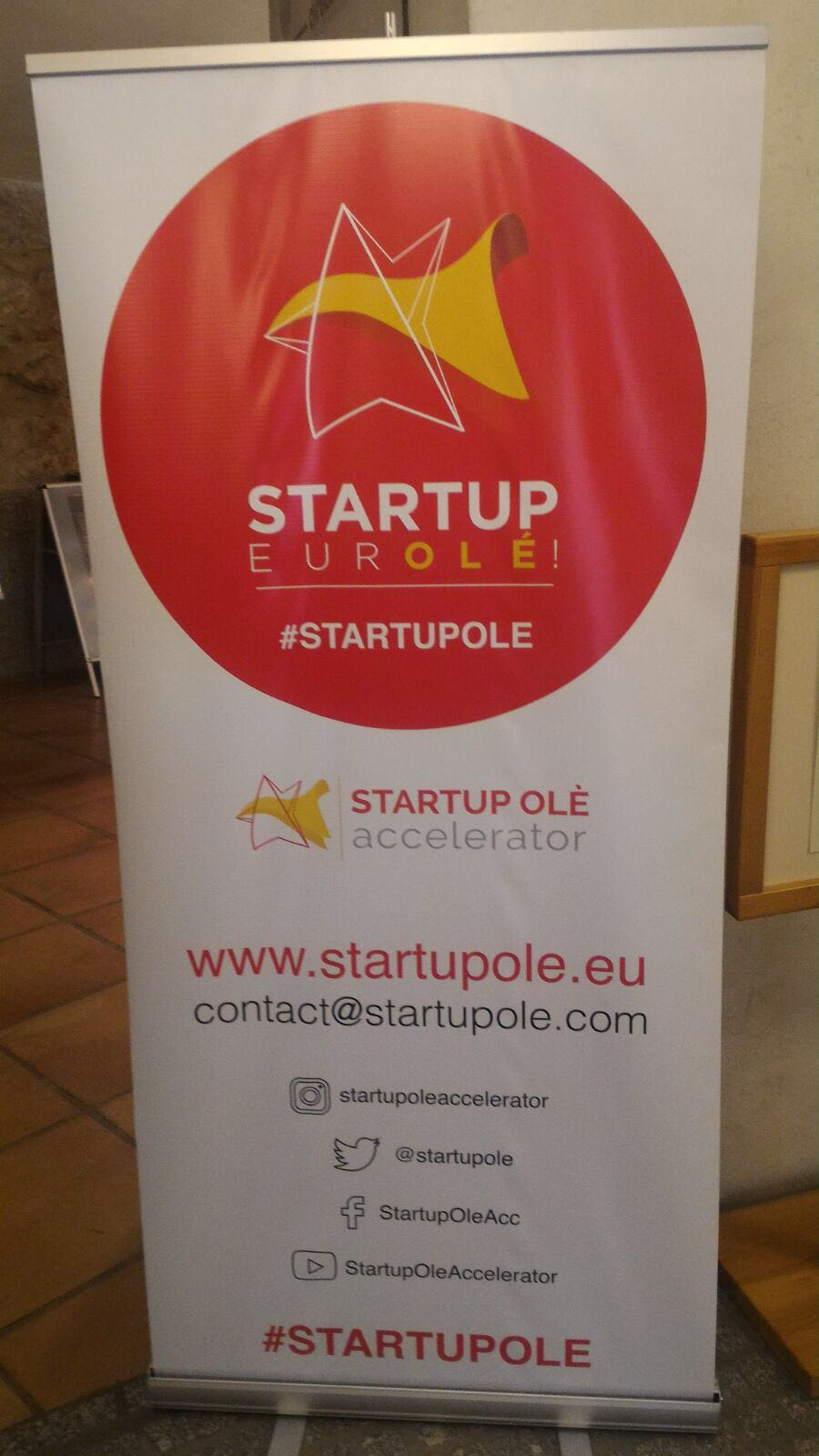 Startup Olé rollup